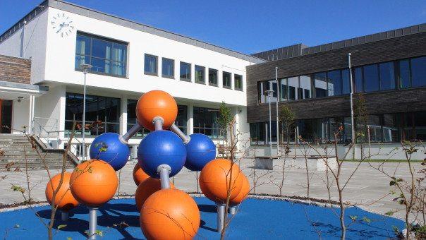 Åkra Ungdomsskole. FOTO: Karmøyskolen