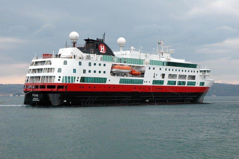 Fram hurtigruteskipet Hurtigruta