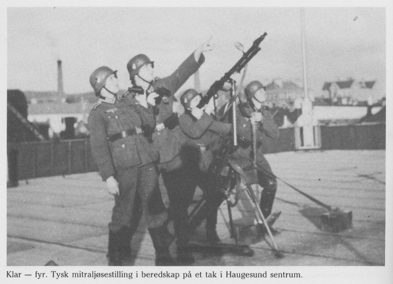 """Krigen Haugesund Faksimile fra bildehefte """"Da krigen kom"""" (Haugesund 1990)."""