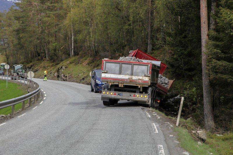 Lastebil ut av veien Etne