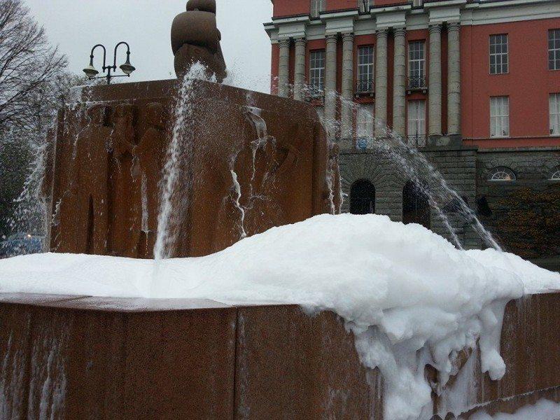 skum fontene fontena rådhusplassen Haugesund
