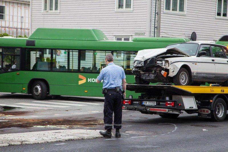 buss bil ulykke