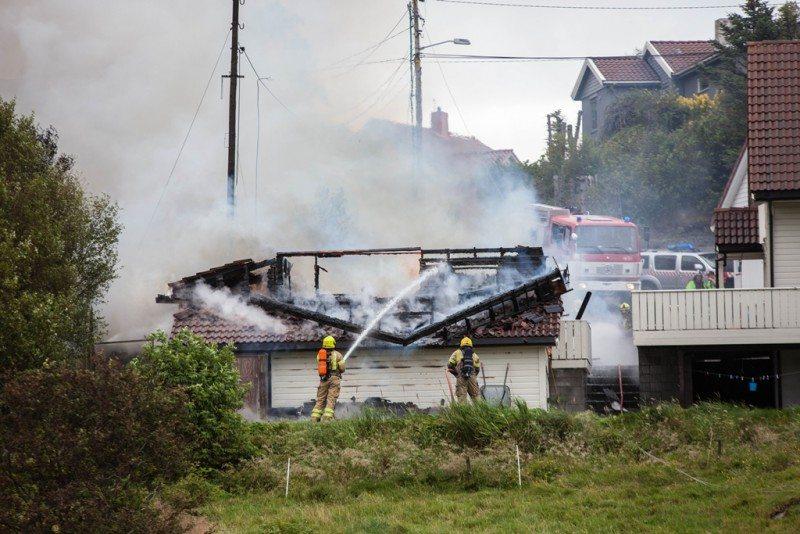 Garasje brann. FOTO: Kjell Bua