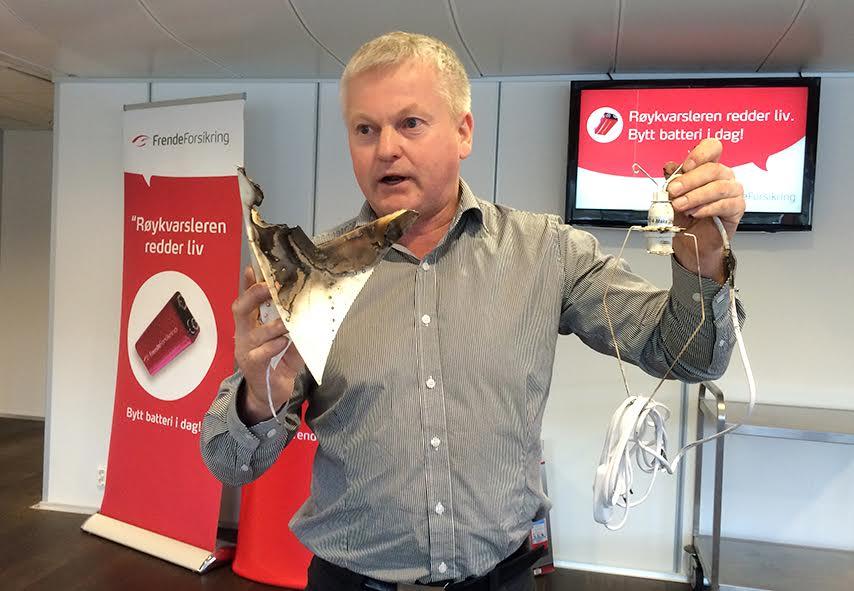 brannekspert Odd Magne Skjerping i Frende Forsikring julestjerne-tok-fyr Frende Forsikring.