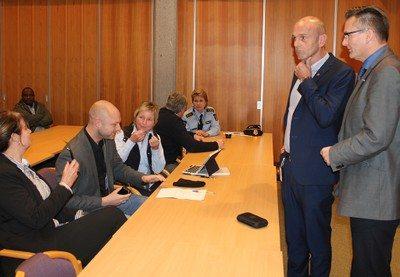 Preben Svendsen i Hero sammen med ordfører Jarle Nilsen i Karmøy kommune.