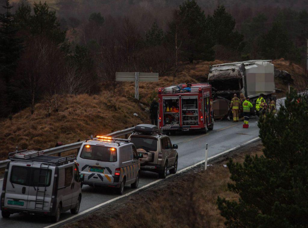 Dødsulykke ved Sundfør på E39 02. desember 2015. FOTO: Kjell Bua