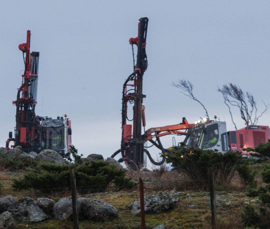 """Bilder fra Haugsneset ved Kårstø der utbyggingen av kraft fra land til Johan Sverdrup-feltet som nå er igangsatt. Om fire år skal de fire plattformene på """"Johan Sverdrup""""-feltet være klar for drift. Arbeidene er begynt på Haugsneset, som ligger 2 kilometer øst for Kårstø."""