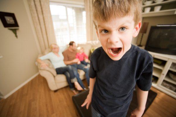 adhd gutt barn skrik